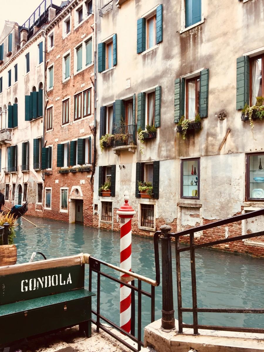 Venice gondola stop