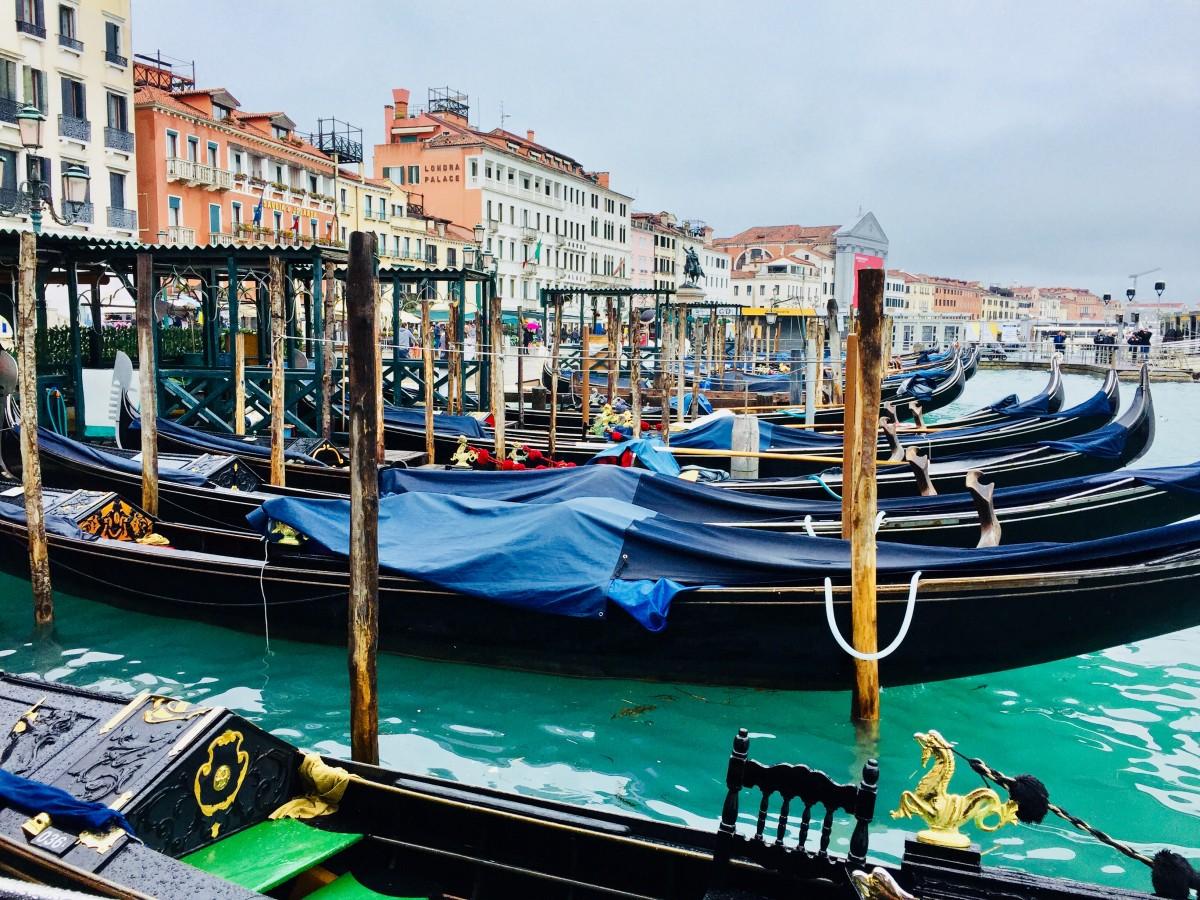 Venice parking gondolas